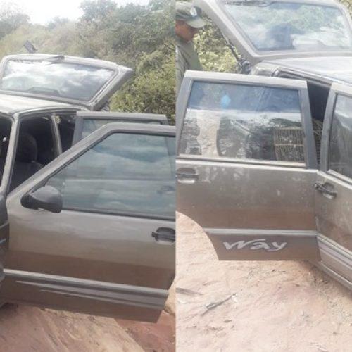 JAICÓS   Veículo furtado em Patos do PI é recuperado em estrada vicinal que liga BR-407 ao Pov. Várzea Queimada