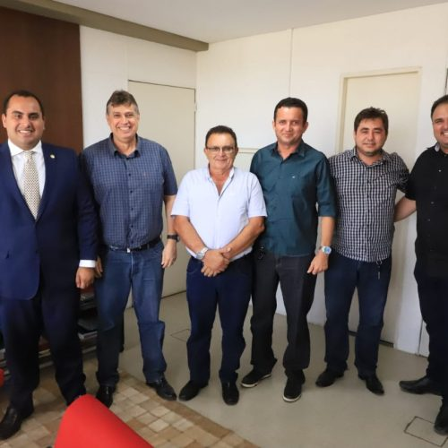 Na Defesa Civil, prefeito Valdinar busca carros pipa para Padre Marcos