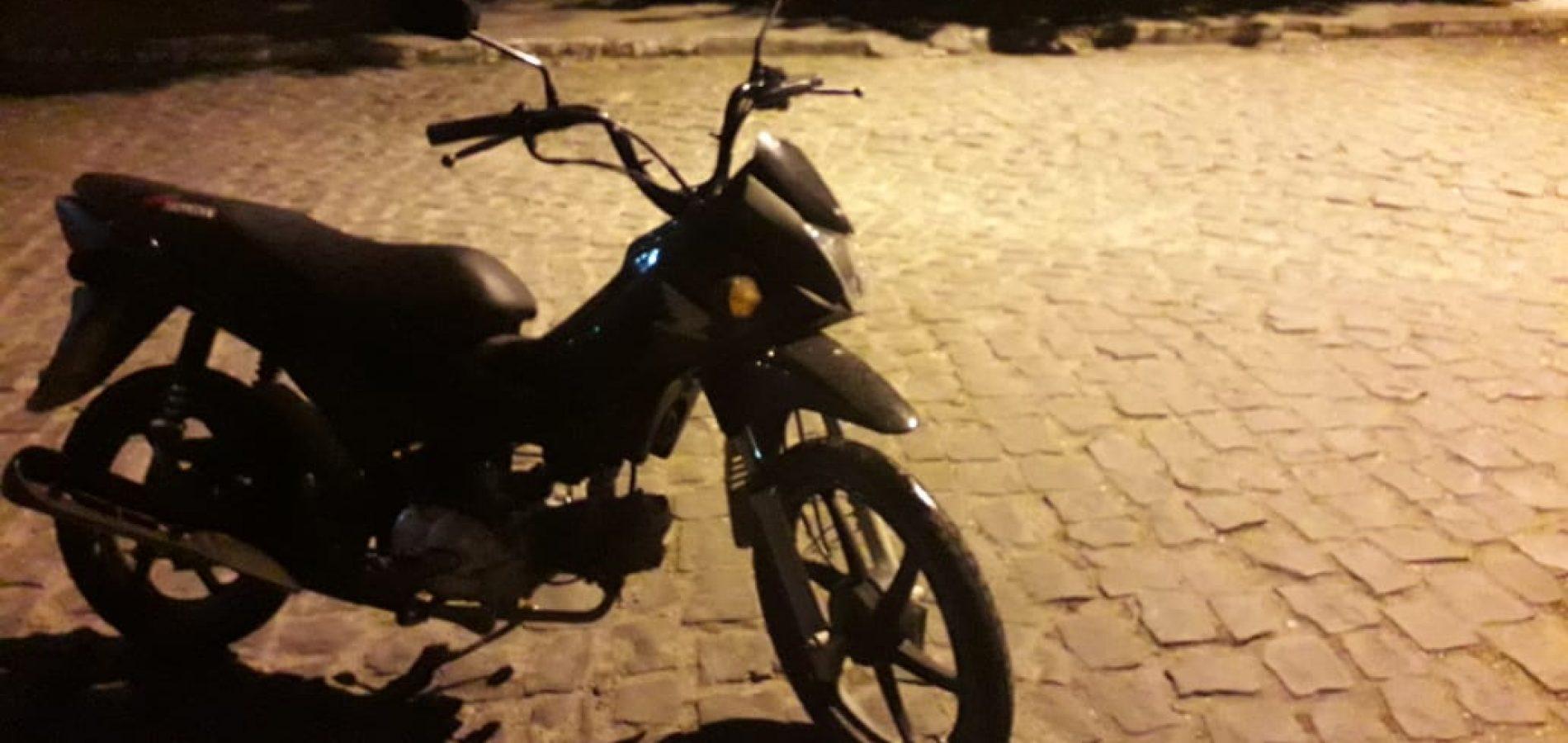 Jovem é preso em Jaicós acusado de furtar motocicleta e celular