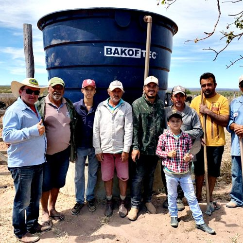 Prefeitura de Alegrete do Piauí instala caixa d`água e trabalha na manutenção de poços