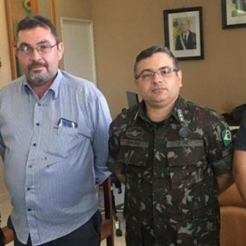 Agricultura de Picos busca parcerias com 3º BEC para recuperação de estradas vicinais