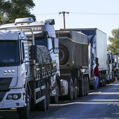 Ministro receberá caminhoneiros para falar sobre frete