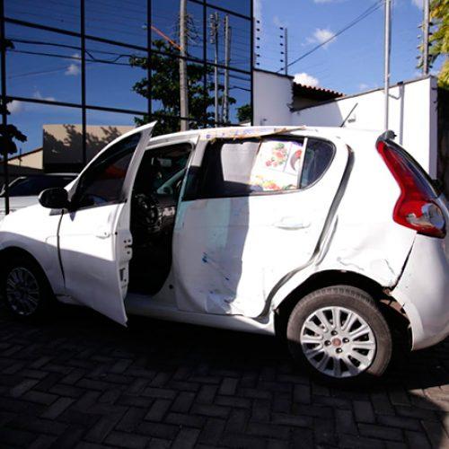 Carro suspeito é abandonado em frente a escritório de advocacia no Piauí