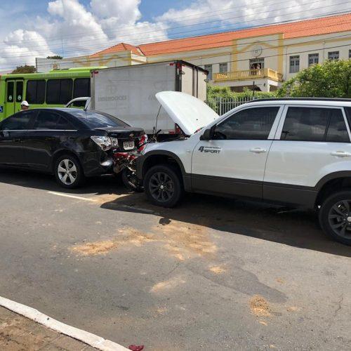 Colisão envolvendo 4 veículos deixa homem ferido no Piauí