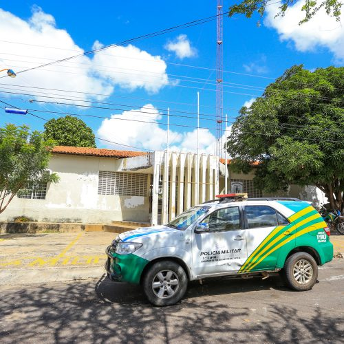 Criminosos fazem arrastão em bar e roubam arma de PM no Piauí