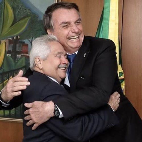 """Elmano Ferrer afirma que Bolsonaro está sofrendo muitas críticas, mas que presidente """"tem rumo"""""""