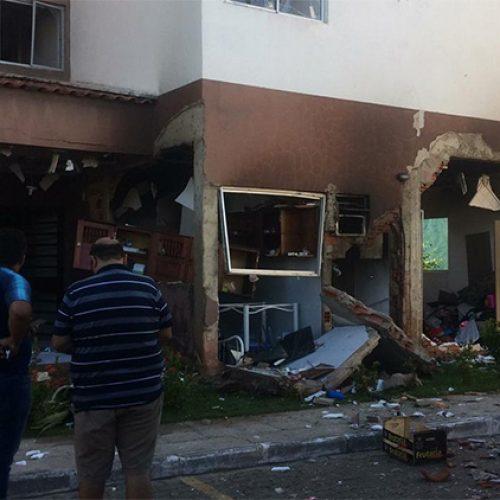 Vazamento de gás causa explosão em apartamento e deixa dois ferido