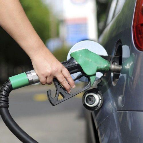 Com queda do petróleo, Petrobras reduz preço da gasolina em 4%