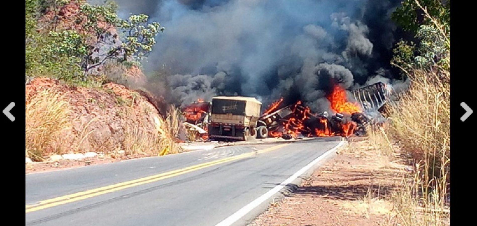 Carretas explodem em acidente na BR-135 e pista é totalmente interditada