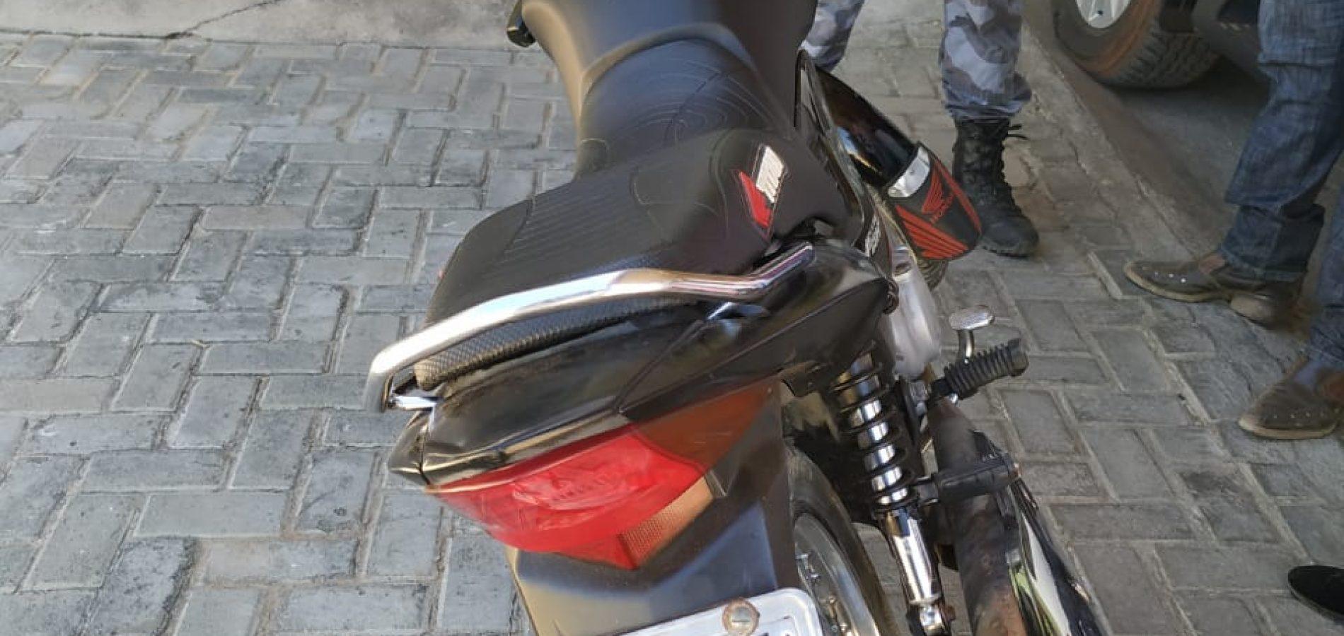 Duas motos são apreendidas pela PM na feira livre de Jaicós