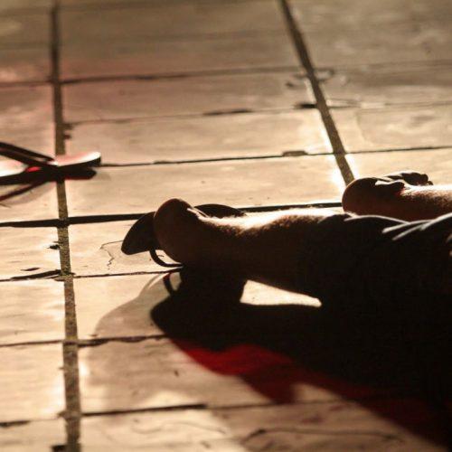 Pai mata o próprio filho a facada após discussão