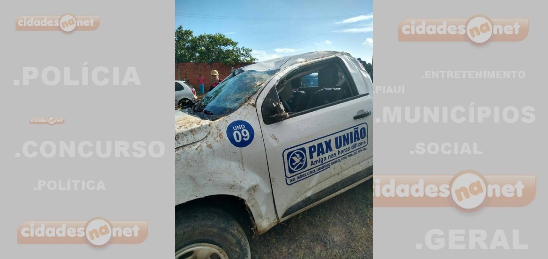 Motorista perde controle e capota carro de funerária no PI