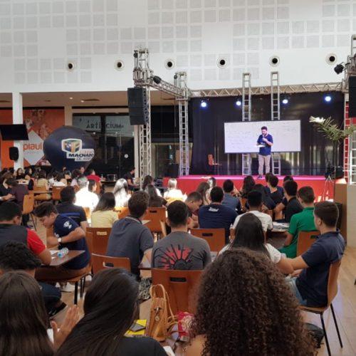 Colégio Machado de Assis promove Revisão Solidária no Piauí Shopping