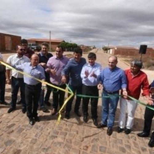 Governador inaugura obras de mobilidade e habitação em Acauã