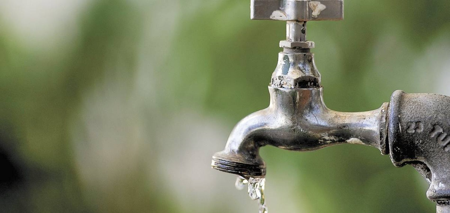Água potável perdida diariamente equivale a 7 mil piscinas olímpicas, aponta estudo