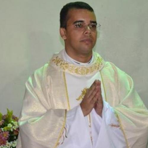 Multidão acolhe 1° padre de Dom Expedito Lopes