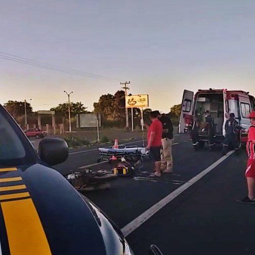Colisão entre motocicleta e carreta deixa jovem com fratura exposta em rodovia do PI