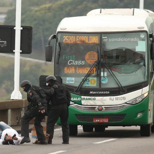 Niterói: após quatro horas de sequestro, suspeito é baleado e morto no Rio de Janeiro