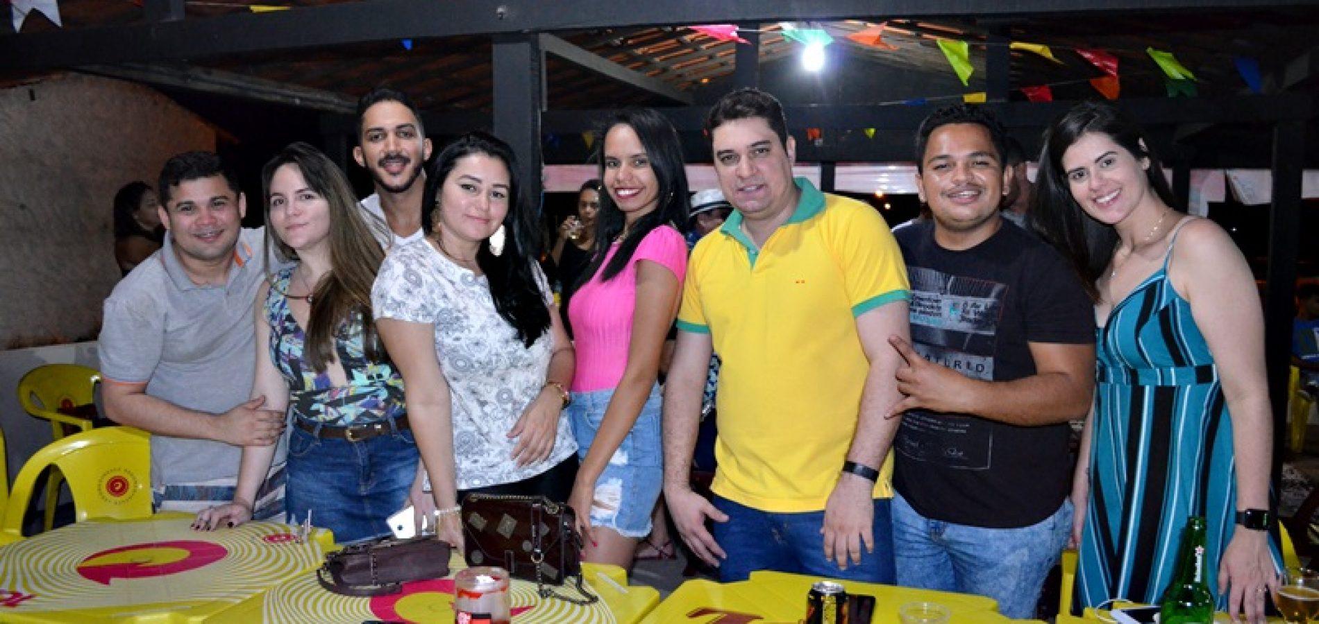 GENTE EM EVIDÊNCIA   Veja quem curtiu a noite de sábado no Galo Beer Bar & Restô em Jaicós