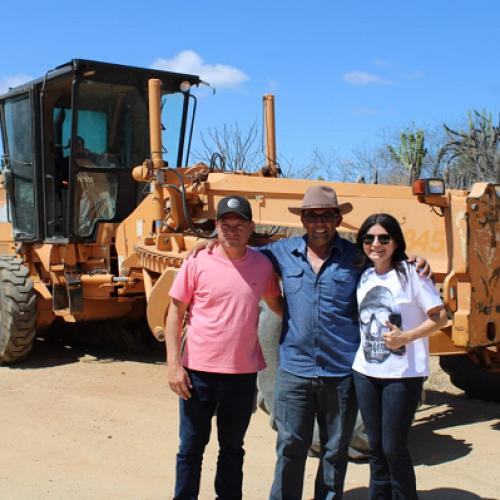 Prefeitura recupera estradas de diversas localidades rurais de Pio IX