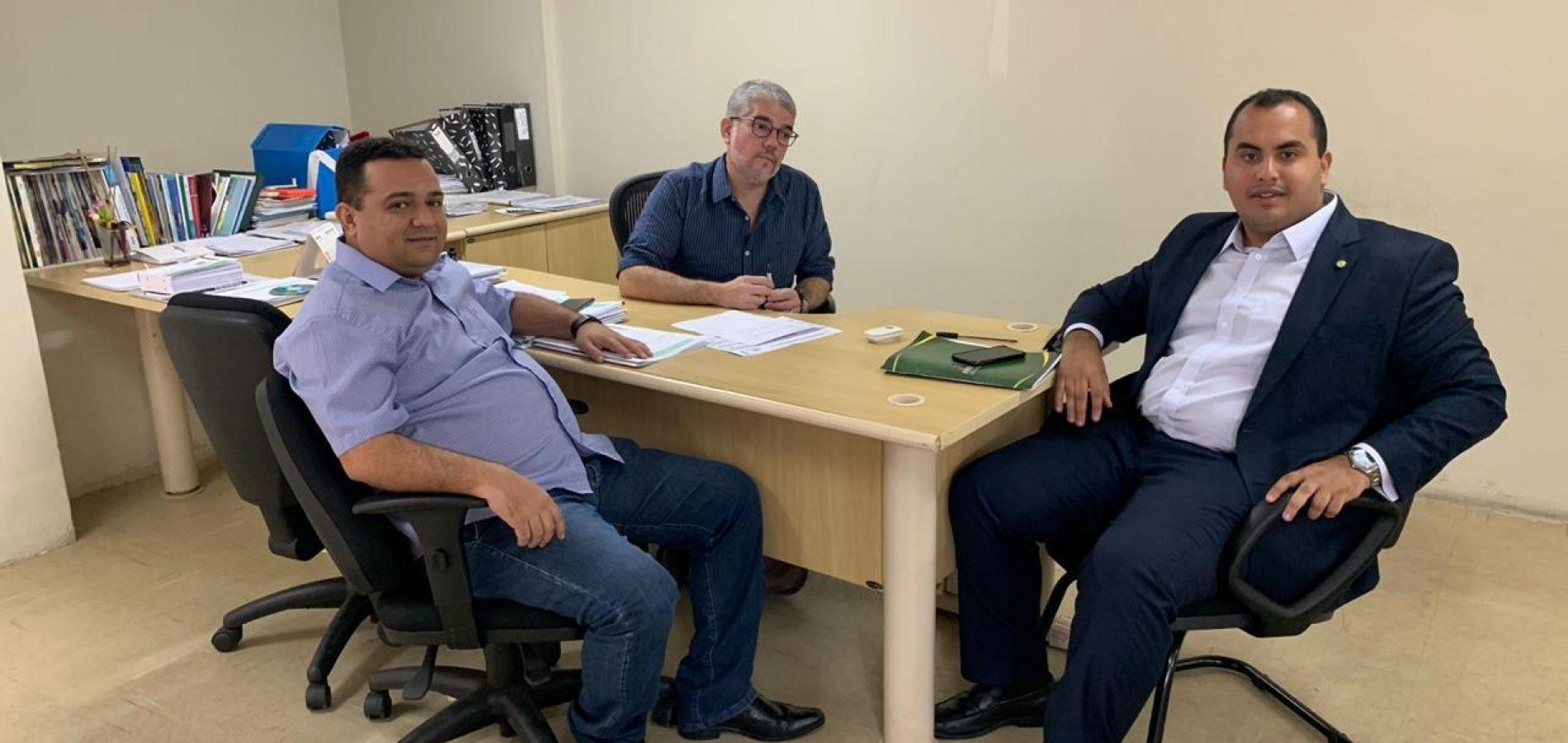 Em Teresina, prefeito Toninho busca investimentos para Caridade do Piauí