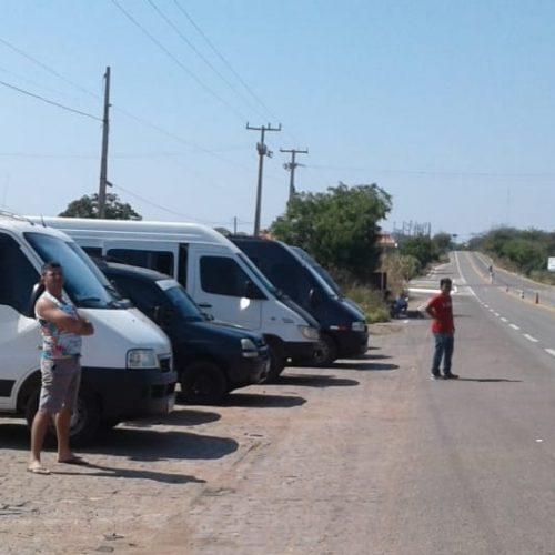 Transporte alternativo realiza paralisação e bloqueia a BR 316 em Araripina e Trindade