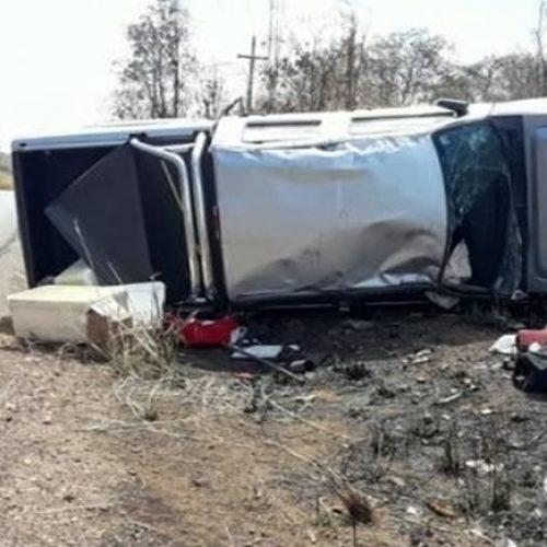 Motorista perde o controle de veículo e capota na BR-135 no PI