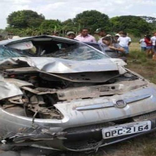 Jovem morre após carro capotar e pegar fogo no Piauí