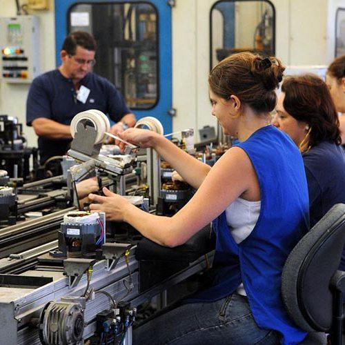 CNI: produção da indústria cresce e empresários estão dispostos a investir