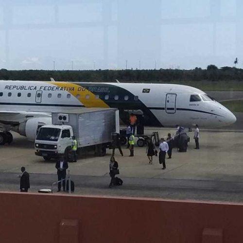 Comitiva de Bolsonaro desembarca em Parnaíba e se reúne com o prefeito Mão Santa