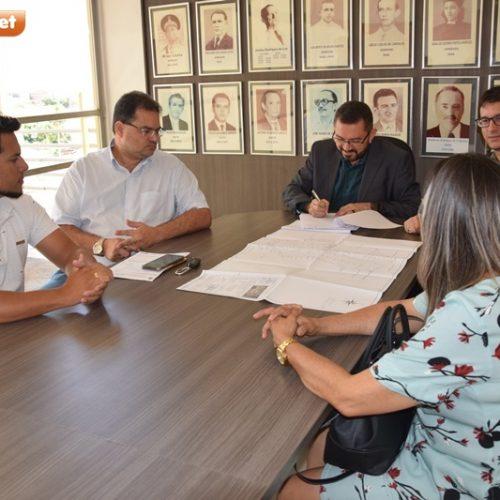 Governo Estadual libera e Padre Walmir assina concessão de terrenos para Parque Industrial de Picos