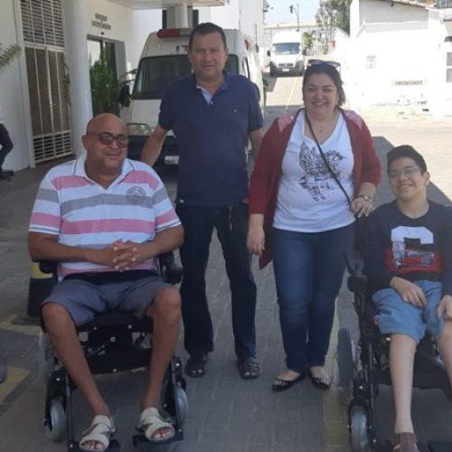 Saúde de Jaicós faz entrega de duas cadeiras de rodas motorizadas para pessoas com deficiência