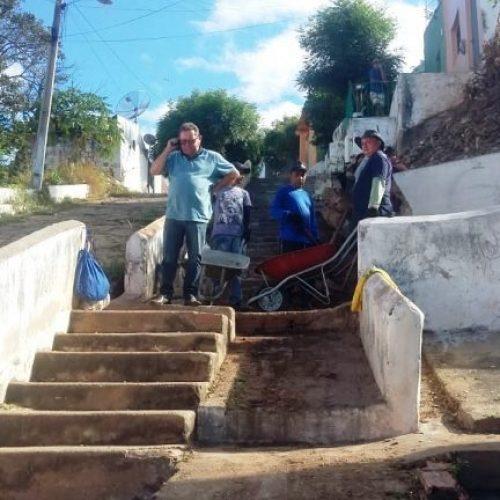 Prefeitura de Picos faz trabalho de prevenção a inverno com reforma de galerias e escadarias