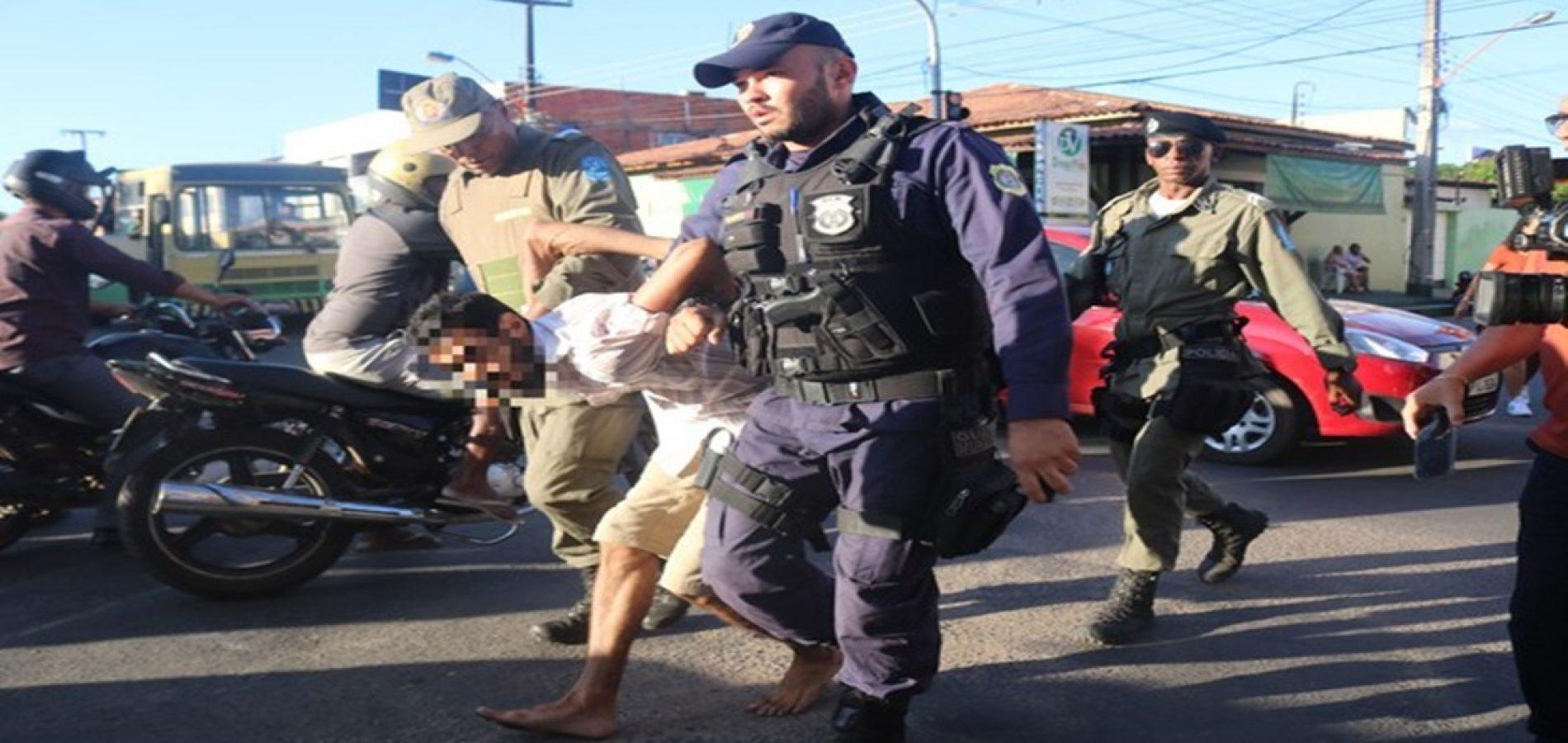 Jovem é preso após jogar bolo no prefeito durante comemoração do aniversário de Teresina