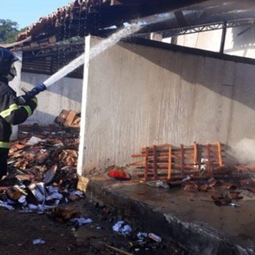 Incêndio atinge depósito de material reciclável em parque no interior do Piauí