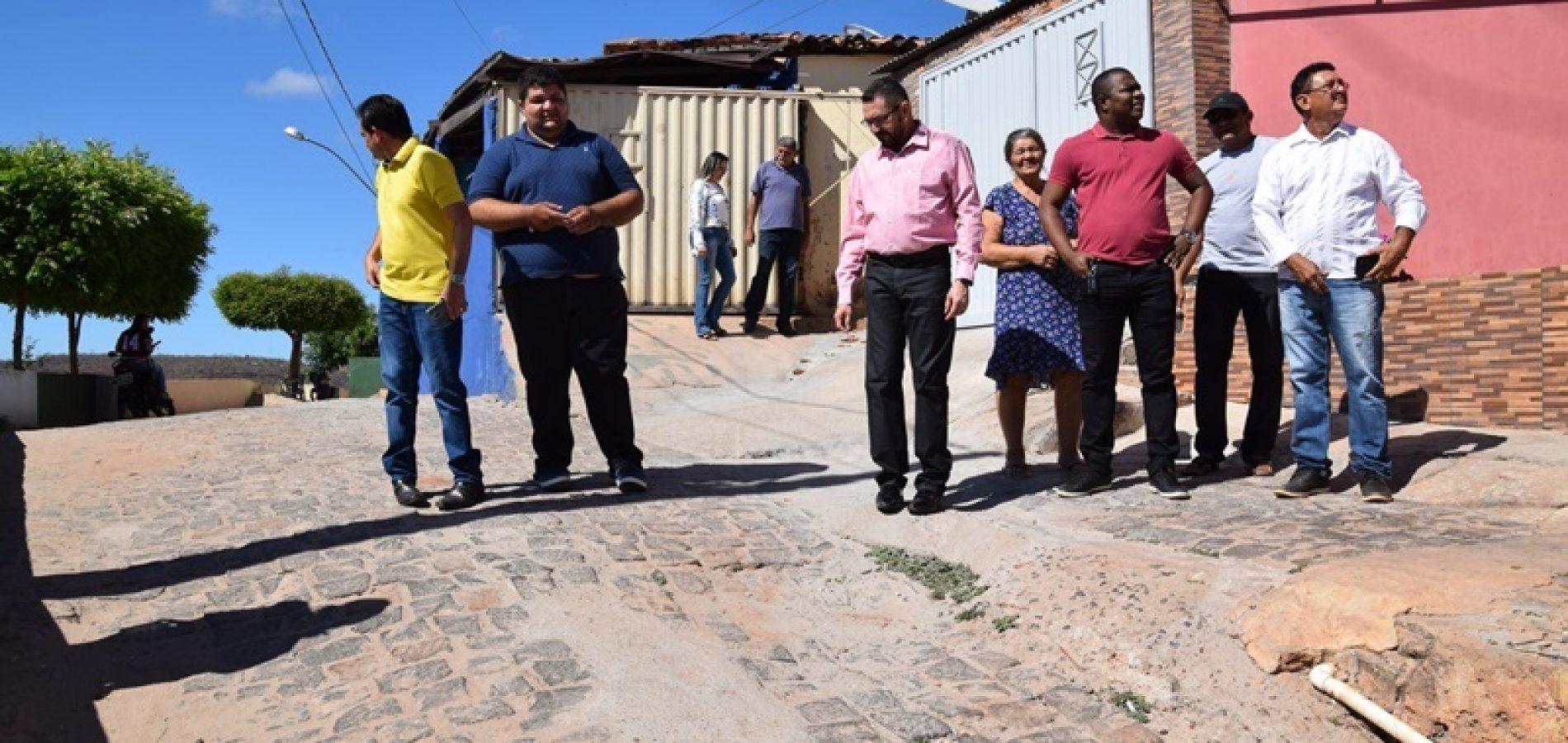 PICOS | Padre Walmir vistoria obra na ladeira da Sucam e visita Morro da Mariana