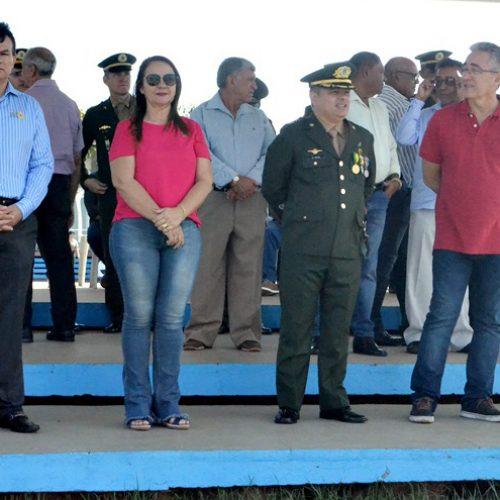 SANTANA | Prefeita Maria José participa de comemoração ao Dia do Soldado no 3º BEC em Picos