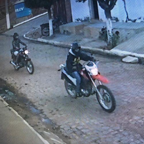 Moto é roubada em Caldeirão Grande e câmera registra suspeitos