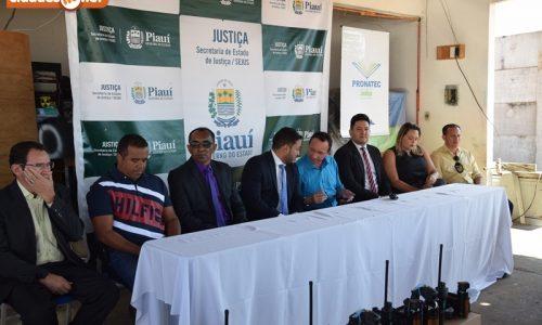 PICOS   Secretário de Justiça faz entrega de armamento a diretores de penitenciárias do Piauí