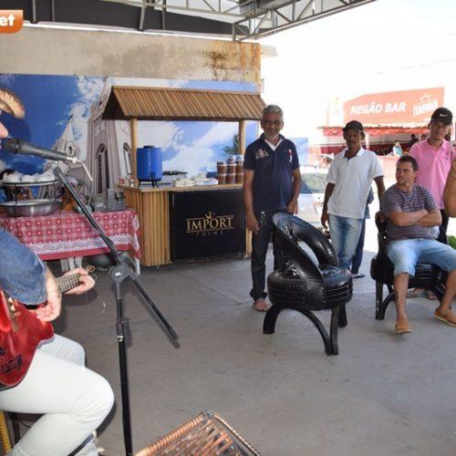 PICOS | Rômulo Júnior faz apresentação musical no Shopping do Povo