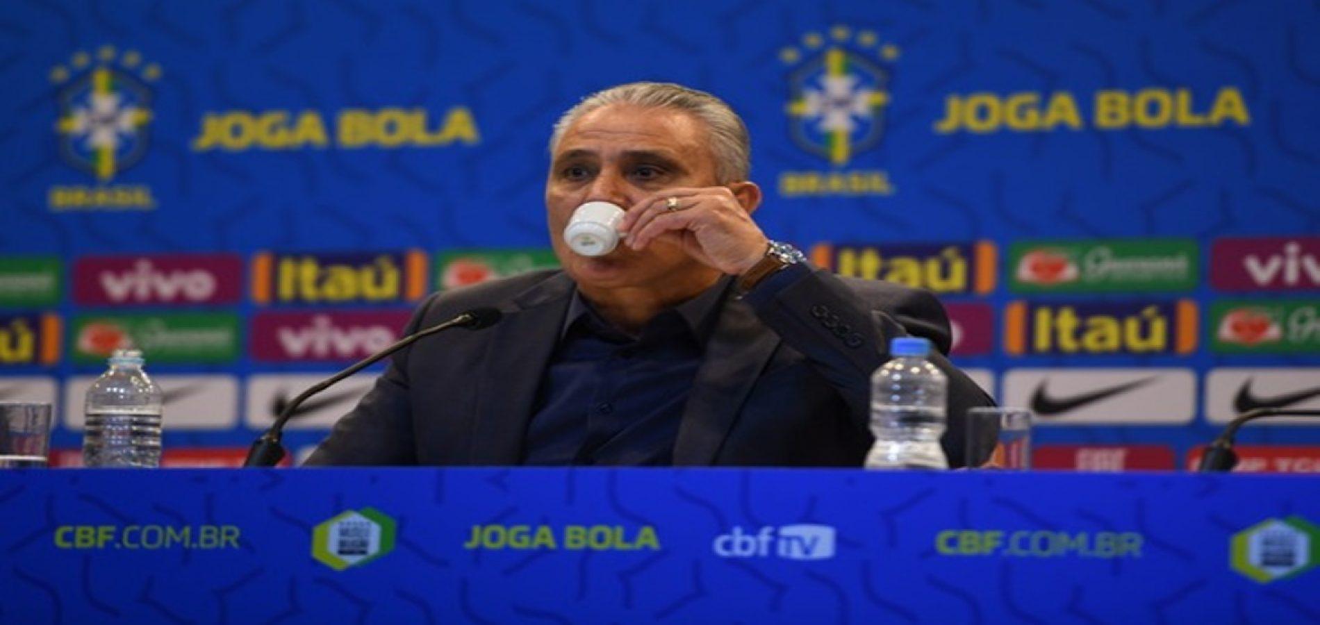 """Média de idade da Seleção cai, mas Tite cita Alves e avisa: """"Não vou encerrar carreira de ninguém"""""""
