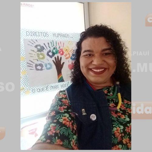 """""""Ainda duvidam quando eu digo que sou professora"""", diz 1º travesti da UFPI"""
