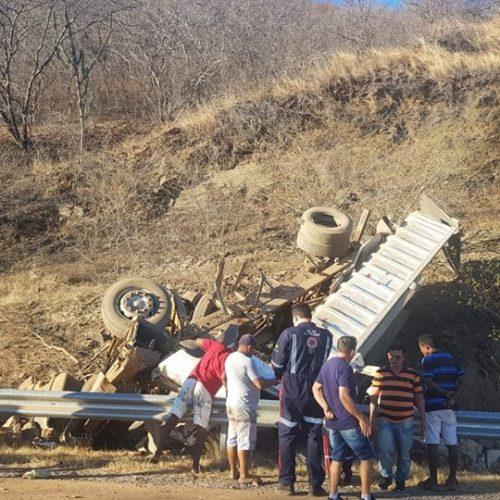 Polícia identifica os cinco piauienses mortos em acidente com caçamba na BR 020