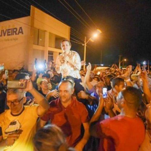 Prefeita Carmelita Castro é recebida por multidão em São Raimundo Nonato após processo de cassação do mandato