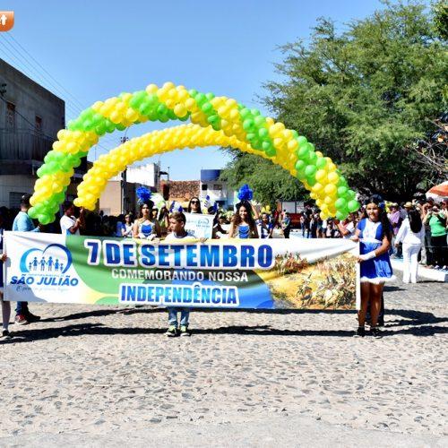 SÃO JULIÃO   Gestão de Dr. Jonas mantém tradição e realiza pelo 3º ano Desfile Cívico de 07 de setembro