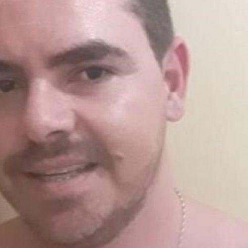 Ex-professor é morto a tiros dentro da própria casa e polícia suspeita de execução