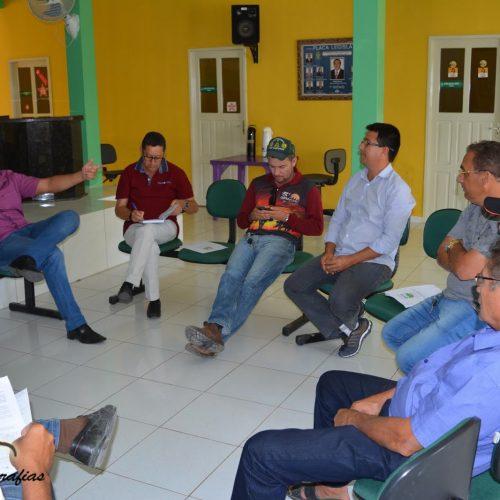 MARCOLÂNDIA│Prefeito Chico Pitú se reúne com lideranças para tratar sobre situação das fábricas de farinha