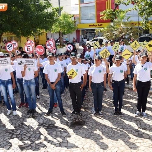Pelotão Mirim de Picos participa de caminhada com STTRAM e pede atenção no trânsito