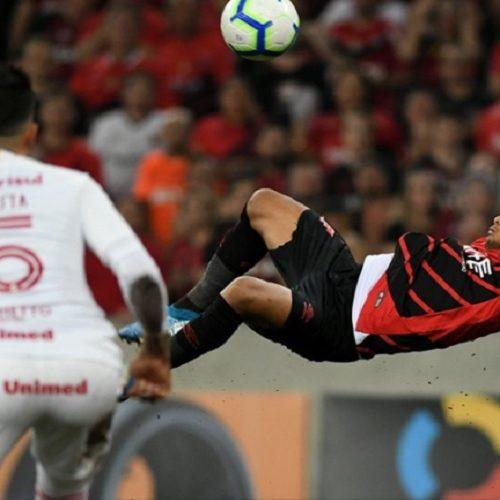 Athletico-PR vence o Internacional e se aproxima do título inédito