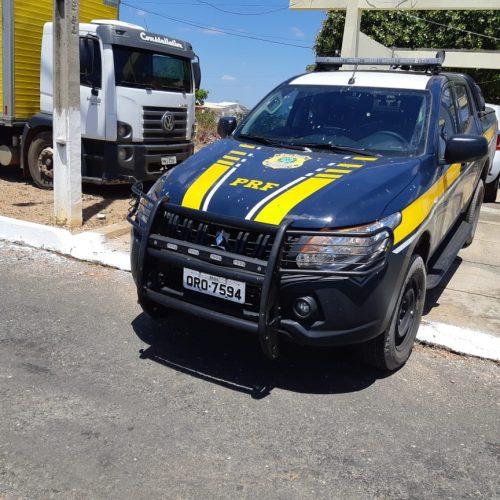 PRF cumpre mandado e apreende caminhão e motorista na BR-316 em Alegrete do PI